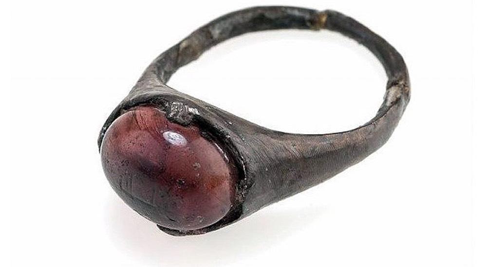 العثور علي اسم الله منقوش على خاتم الفايكنج
