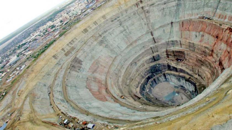 أعمق حفرة حفرها الإنسان في تاريخ البشرية كانت حفرة كولا